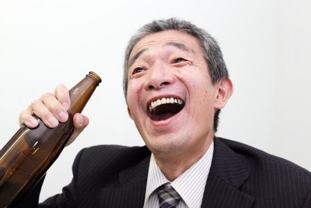 忘年会や飲み会は先輩や上司に気を使うから疲れる