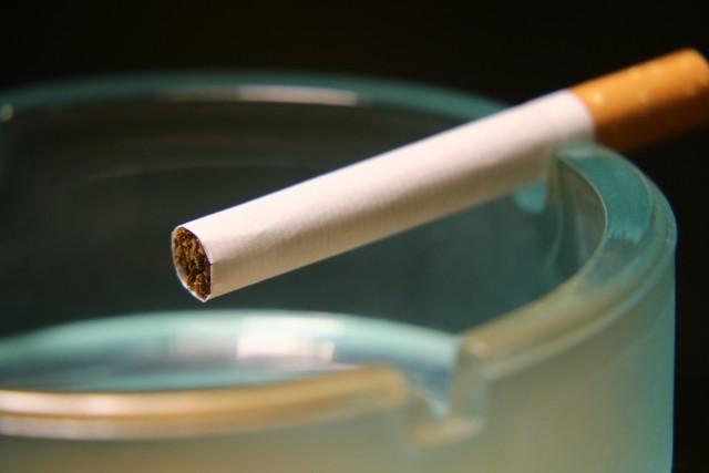タバコを吸っている芸能人